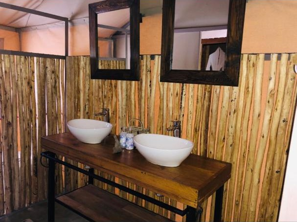Iganyana tent bathroom